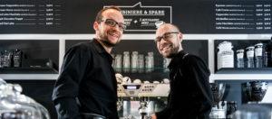 Die Baristaz-Gründer Stephan und Jonas im Baristaz-Store in Mainz