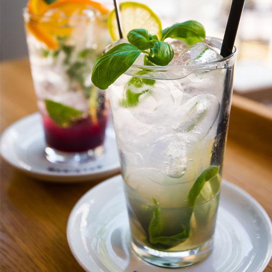 Wenn's draußen heiß ist, sorgen die Baristaz-Kaltgetränke für Erfrischung.